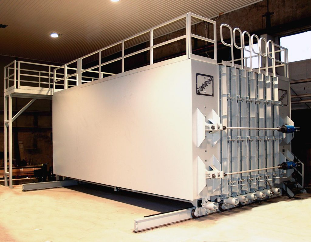 One-sided battery mold with 10 cells. The maximum height of the precast partition walls is 3 metres and maximum length 8 metres.